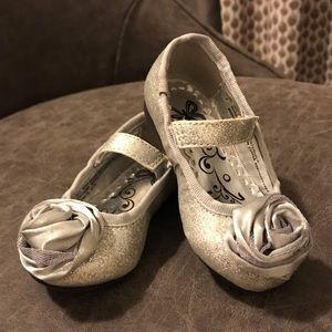 Children's Place Silver Glitter Flats with Rosette